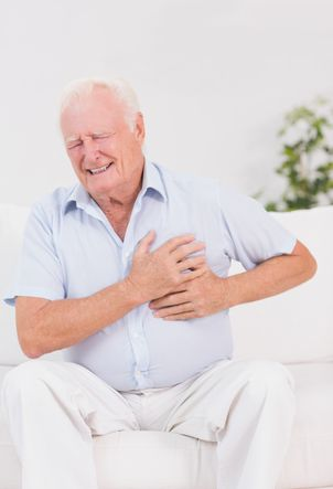 old-man-elderly-people-suffer-heart-attack-chest-pain-acute-basic-life-support-defibrillation-resuscitation-AED-CPR-specialised-first-aid-course-didcot-oxfordshire-berkshire-wiltshire-england-united-kingdom-UK-saveyu