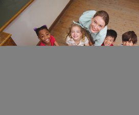 teacher-children-globe-classroom-CPR-emergency-paediatric-first-aid-course-didcot-oxfordshire-berkshire-wiltshire-england-united-kingdom-UK-saveyu