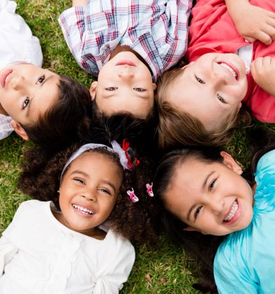 children-in-a-circle-first-aid-for-children-courses-mini-saveyu-emergency-CPR-save-a-life-help-oxfordshire-england-united-kingdom-UK-saveyu