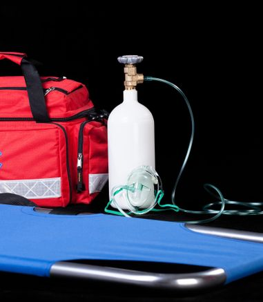 oxygen-therapy-administration-bag-bottle-mask-defibrillation-resuscitation-AED-CPR-specialised-first-aid-course-didcot-oxfordshire-berkshire-wiltshire-england-united-kingdom-UK-saveyu