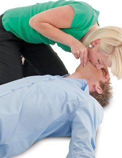 woman-helping-man-breath-CPR-emergency-first-aid-at-work-course-didcot-oxfordshire-berkshire-wiltshire-england-united-kingdom-UK-saveyu