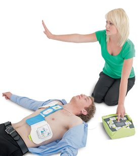 woman-with-man-stand-back-unresponsive-casualty-defibrillator-defibrillation-CPR-emergency-first-aid-at-work-course-didcot-oxfordshire-berkshire-wiltshire-england-united-kingdom-UK-saveyu