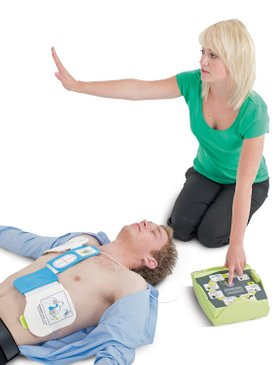 woman-with-defibrillator-stand-back-shock-advised-man-on-the-floor-unresponsive-casualty-non-breathing-basic-life-support-defibrillation-resuscitation-AED-CPR-specialised-first-aid-course-didcot-oxfordshire-berkshire-wiltshire-england-united-kingdom-UK-saveyu