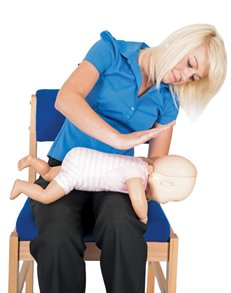 woman-baby-rescue-choking-first-aid-training-provider-help-emergency-save-life-oxfordshire-england-united-kingdom-saveyu