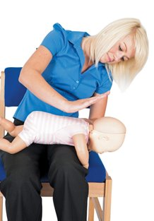 woman-with-baby-CPR-emergency-paediatric-first-aid-course-didcot-oxfordshire-berkshire-wiltshire-england-united-kingdom-UK-saveyu